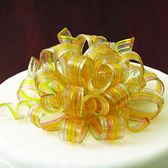 Pulled Isomalt curly bow on top of fondant cake.